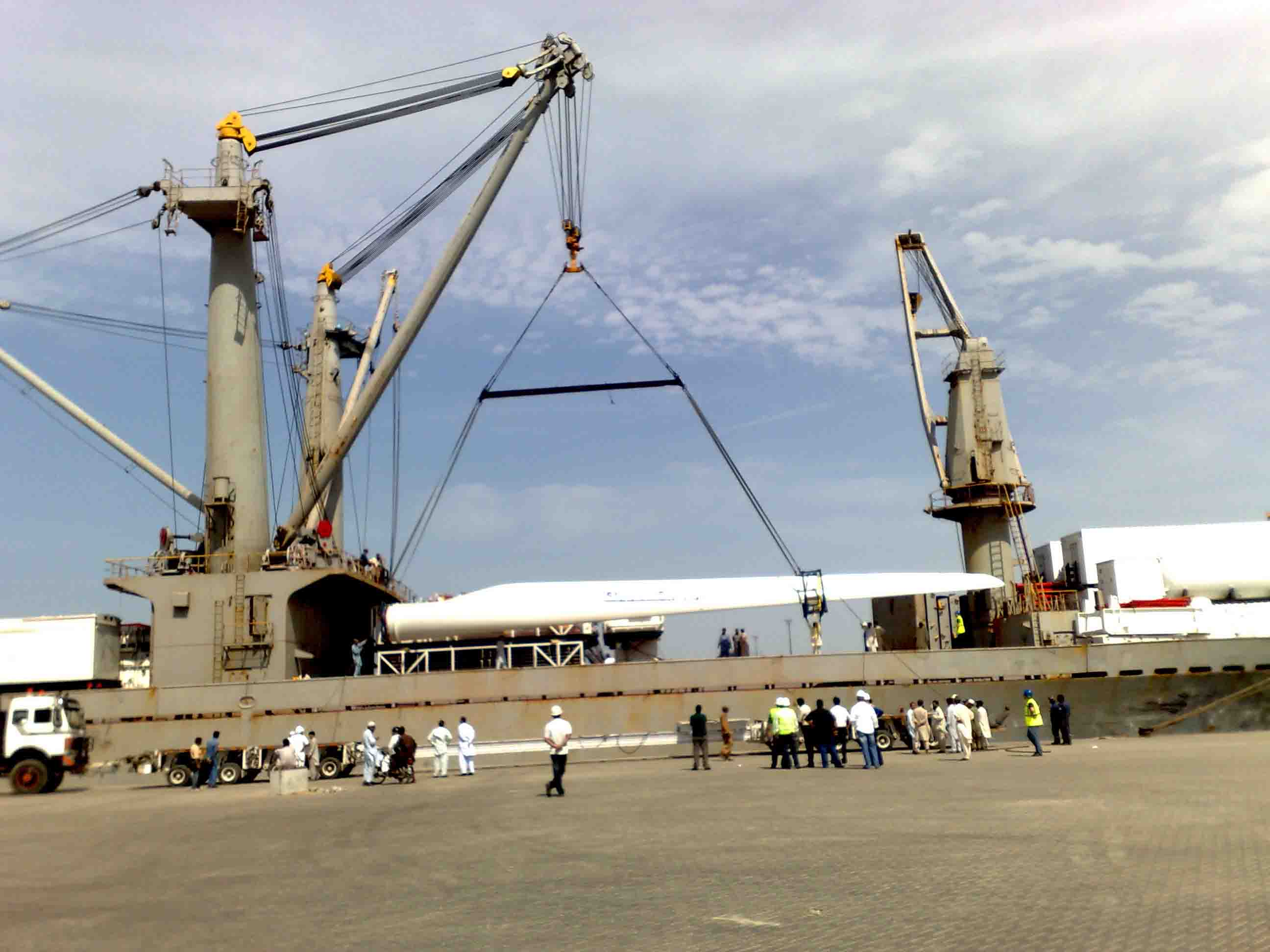 Waterlink Pakistan Discharging 50 Mw Wind Farm Blades For